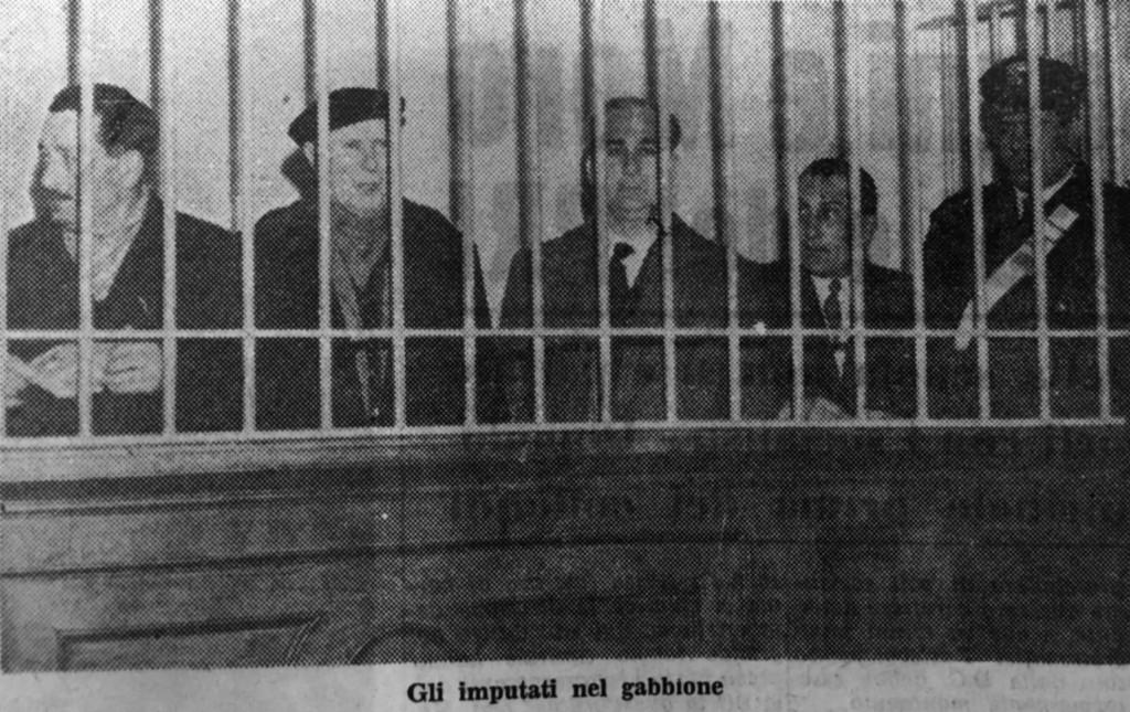 Gli imputati nel gabbione