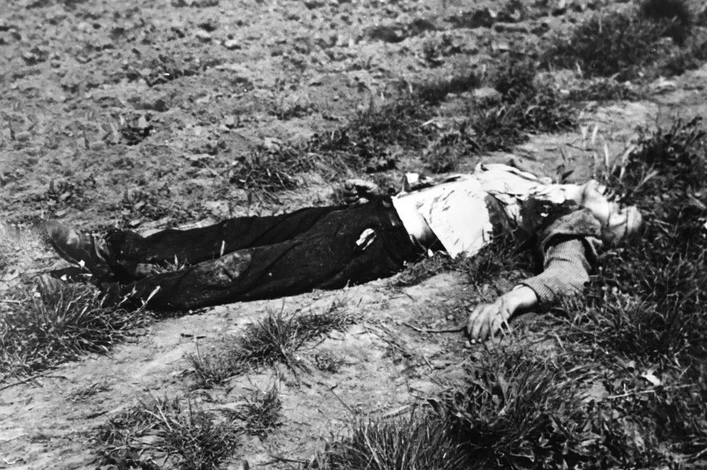 Il cadavere di una delle vittime